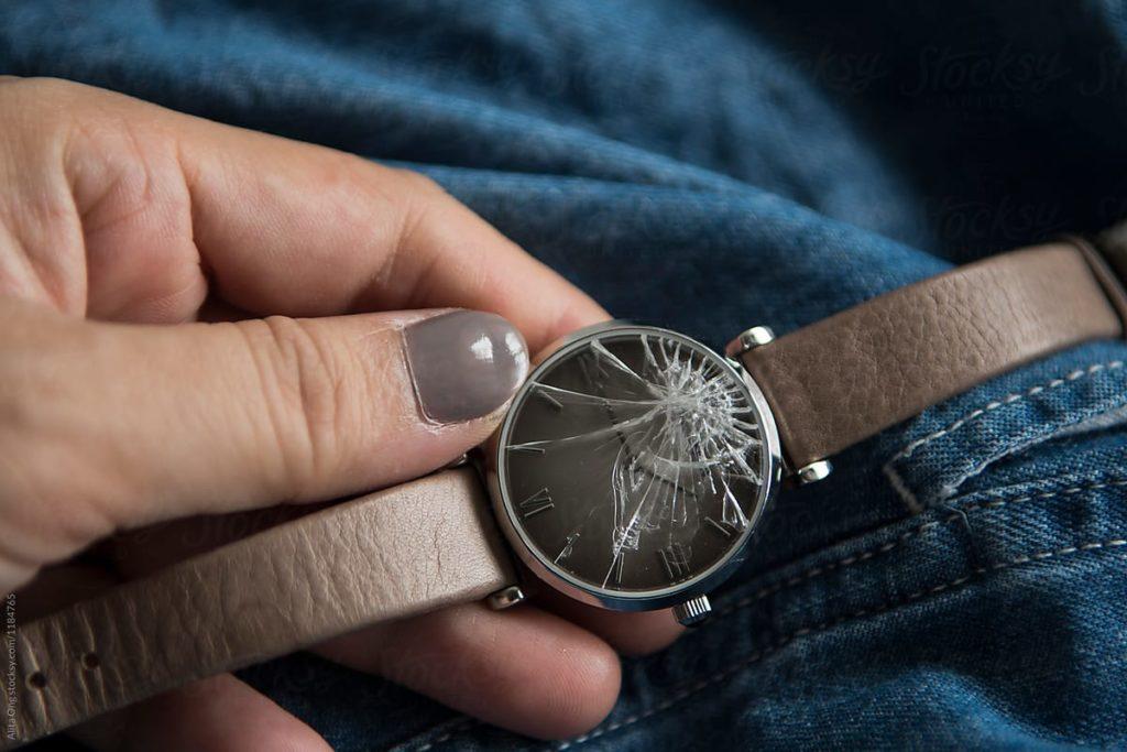 ساعت شکسته